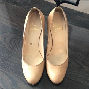 Christian Louboutin Nude simple pumps shoes